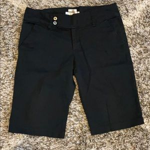 Old Navy black low waist Bermuda shorts